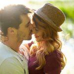 キスをする夢は恋愛への憧れを象徴。好きな人や芸能人とのキスの夢占い